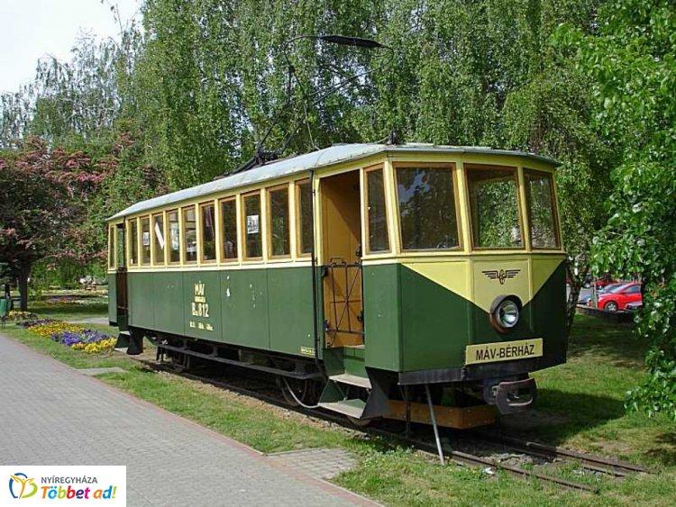 Értékes Esték - nyíregyházi villamosközlekedésnek emléket állító kocsi