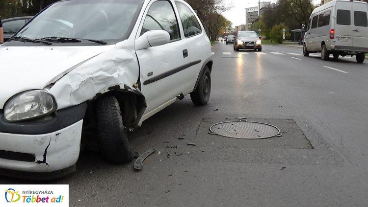 A vétlen jármű egy utasa sérült meg a Sóstói úton történt balesetben
