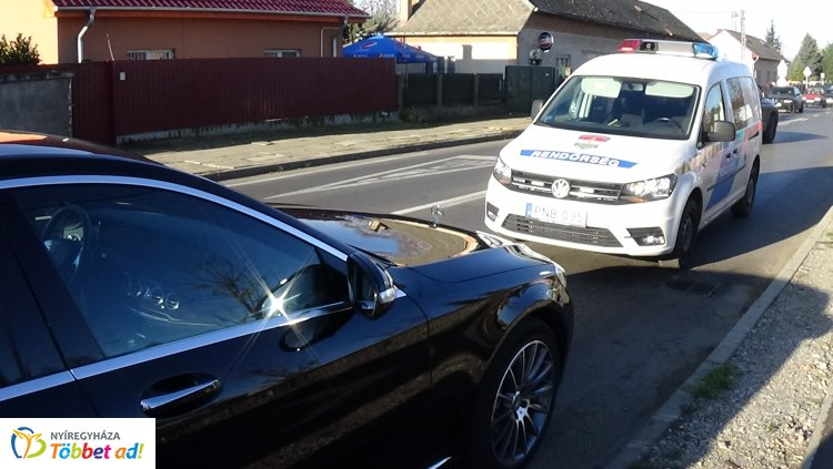Jelentős anyagi kárral járó baleset történt a Kállói út és a Kökény utca csomópontjánál