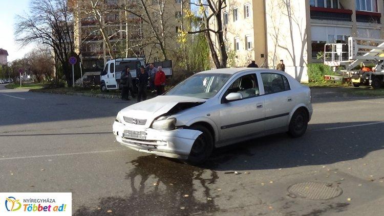 A Szántó Kovács János és az Ady Endre utca kereszteződésénél ütközött két jármű