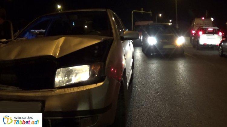 Jelentős anyagi kárral járó baleset történt Rozsrétszőlőnél, a 4-es főúton