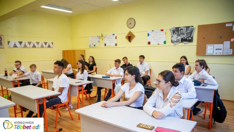 Több támogatás jut az iskolák fejlesztésére, a pedagógusok bérére, a diákok támogatására