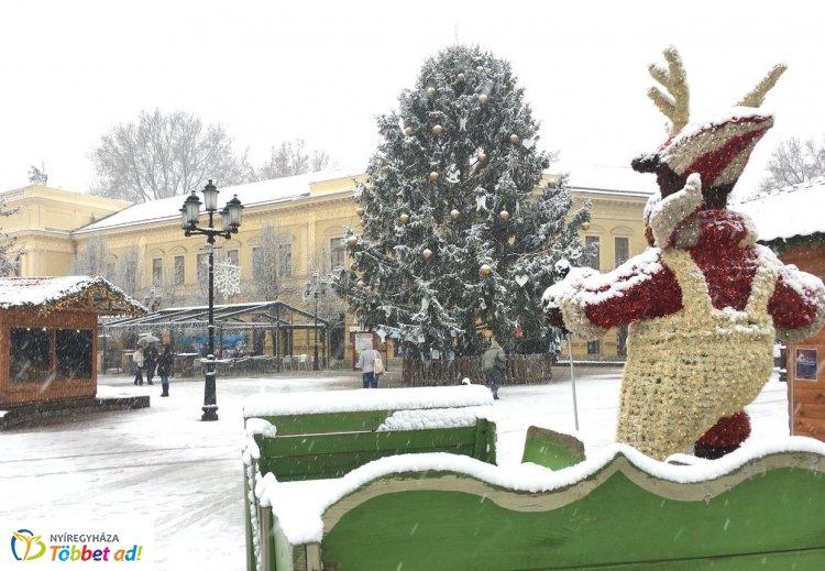 Leesett az első hó Nyíregyházán – Hótakaró alatt a belváros!