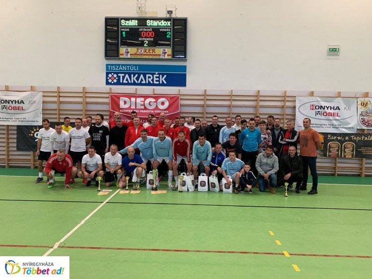 Diego Kupa - korábbi élvonalbeli játékosok is pályára léptek a kispályás tornán