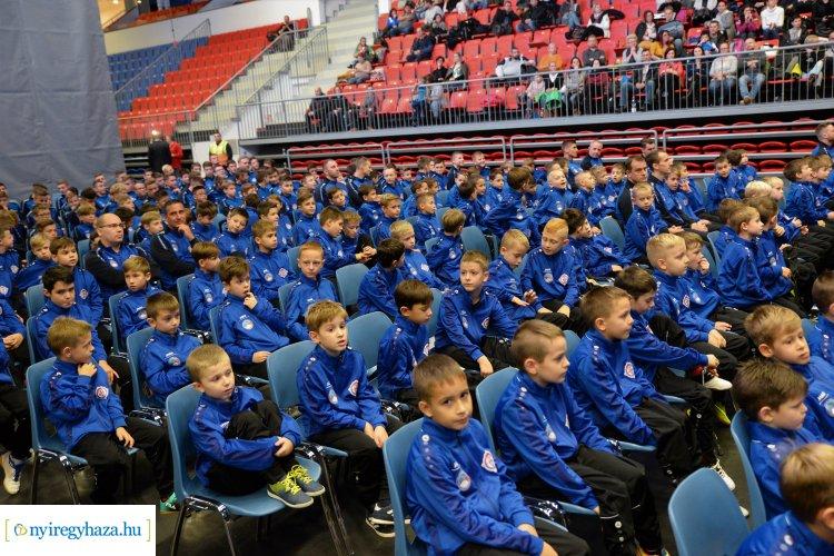 Szpari Karácsony - díjazta a klub a fiatal sportolókat, edzőket