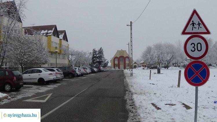 Az Alma, Bóbita és Bazsalikom utcán továbbra is 30 km-es sebességkorlátozás van érvényben