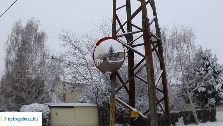 A Hímes városrészben több helyen is parabolatükröket helyeztek el
