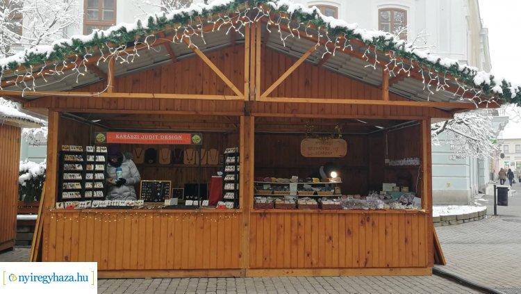 Népi iparművészek egyedi munkái is részei a nyíregyházi karácsonyi vásárnak