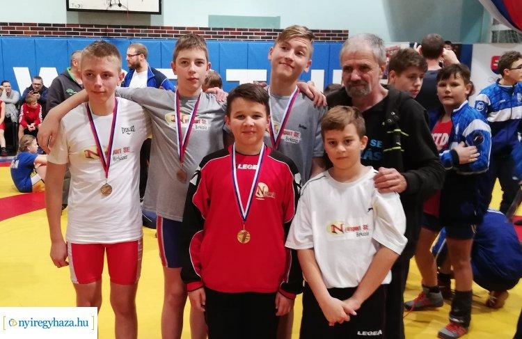 Magyarországot is képviselték Kassán a nemzetközi versenyen  a nyíregyházi birkózók