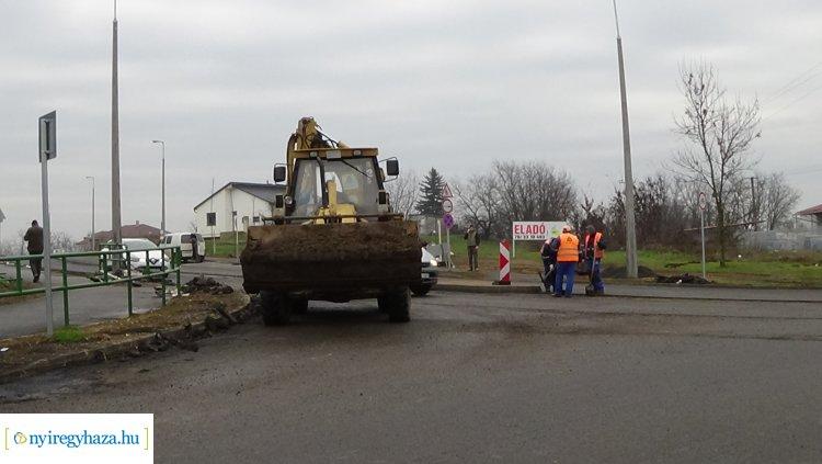 Forgalomkorlátozás mellett zajlanak az aszfaltozási munkálatok a Korányi Frigyes utcán