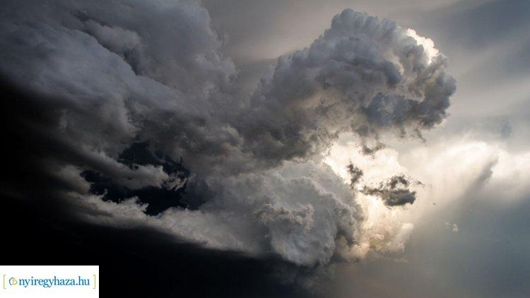 Viharos széllökésekre figyelmeztet a meteorológiai szolgálat