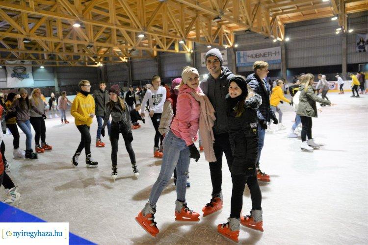 Jégkalanddal várják az érdeklődőket Advent harmadik vasárnapján, a Városi Jégpályán