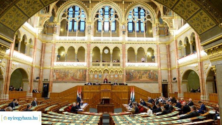 Bevezette a nagyszülői gyedet a parlament – Több kérdésben is döntött az Országgyűlés