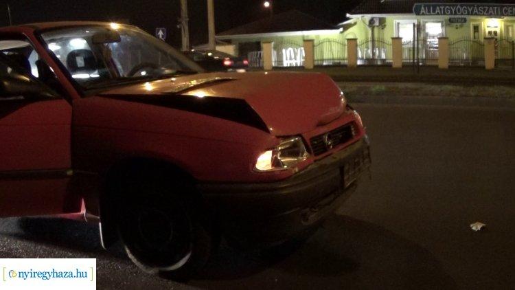 Ráfutásos baleset történt az Orosi úton hétfő este, személyi sérülés nem történt