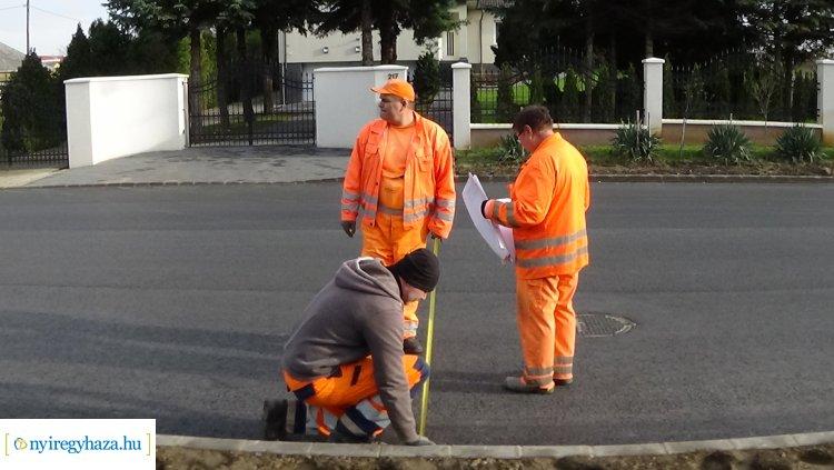 Utolsó fázisához érkezett a Korányi Frigyes utca felújítása, burkolati jeleket festenek