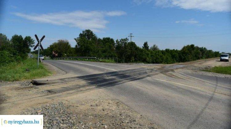 Vonatnak ütközött egy autó Nyíregyházán - A sofőr eltűnt...