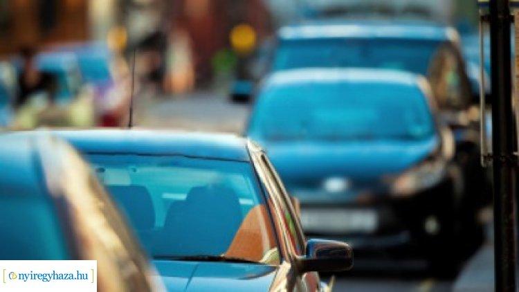 Büntetik a szabálytalanul parkolókat – Akár 50 ezer forintos bírság is kiszabható