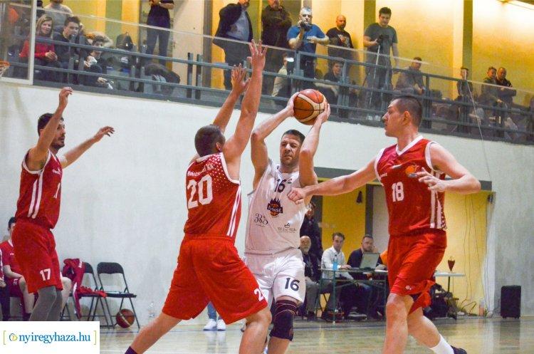 Rangadóval kezdett a NYÍKSE - legyőzték a listavezetőt az NB-II-es kosarasok