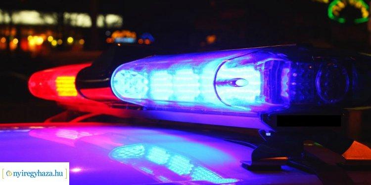 Két kisteherautó ütközött hétfő este, egy személyt kórházba szállítottak