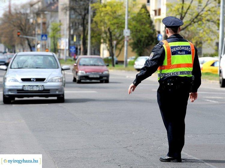 Szabálytalankodók az utakon! Megyénkben is rendszeresek a civil rendőrautós ellenőrzések!