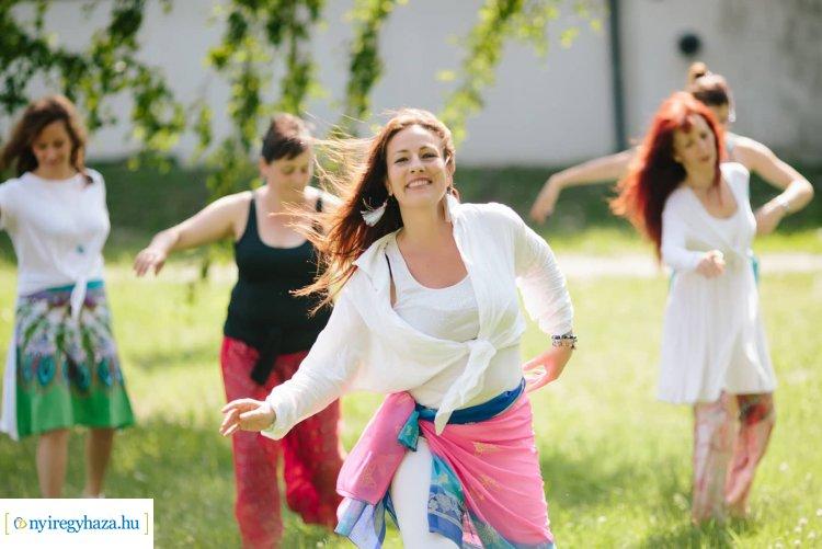 Az élet táncát táncolja és holisztikus egészség coachként is segít Oláh Henrietta!
