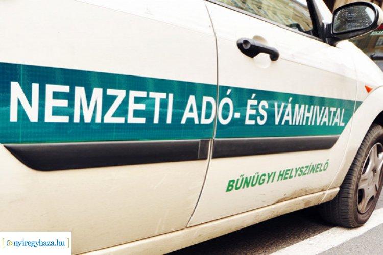 Nemzeti Adó- és Vámhivatal – Cigarettacsempész kisbuszok az ukrán-magyar határon