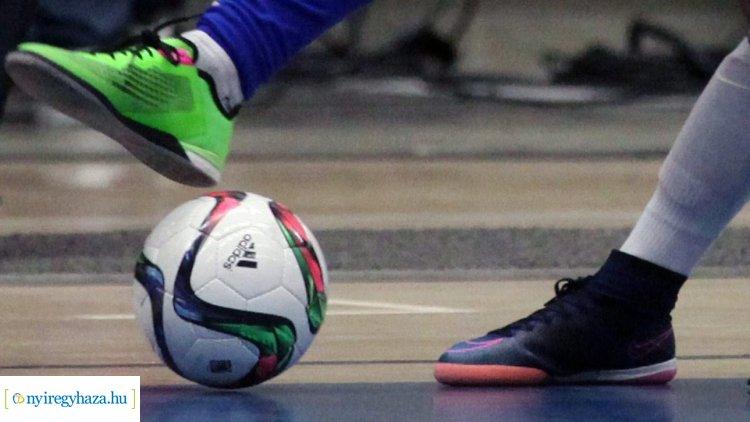 Városi teremlabdarúgó bajnokság - féltávnál járnak a csapatok.
