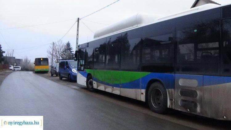 Baleset Rozsrétszőlőnél – Személygépkocsi és autóbusz karambolozott