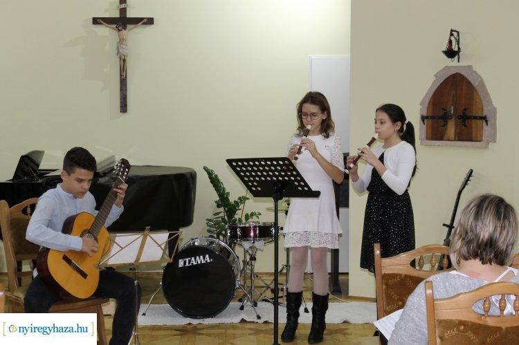 Családi hangversenyt tartottak a Szent Imre Alapfokú Művészeti Iskola szervezésében