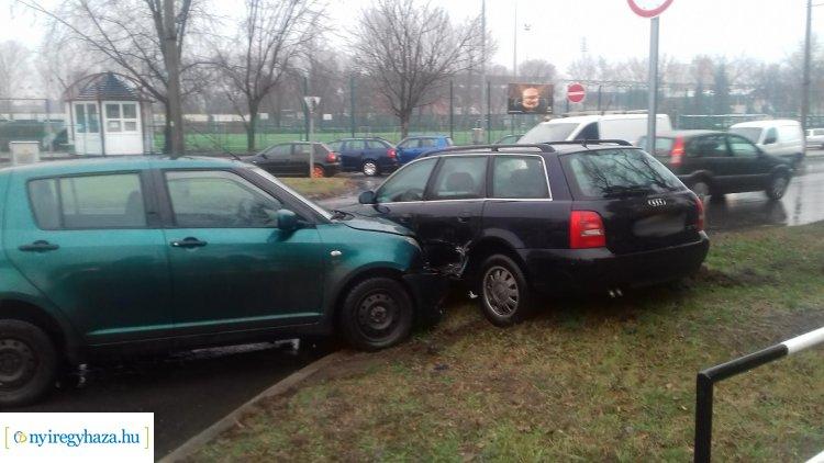 Nem állt meg a STOP-táblánál – Ketten megsérültek a kedd délután történt balesetben
