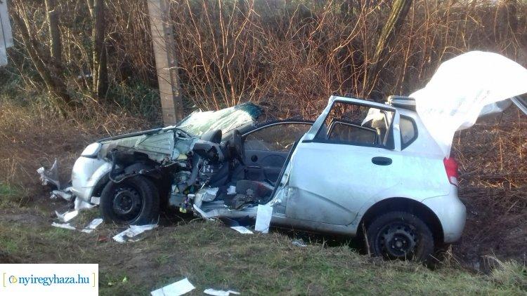 Megrázó helyszíni felvételek a Westsik Vilmos utcán történt balesetről – Egy súlyos sérült