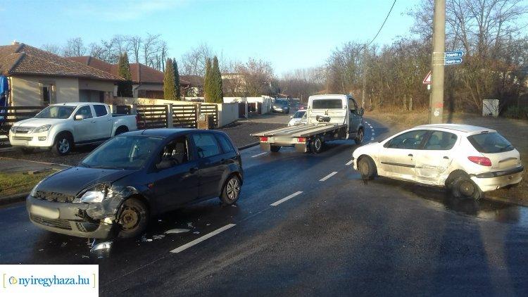 Kabalás belterületén ütközött két személygépkocsi, egy sérültje van a balesetnek