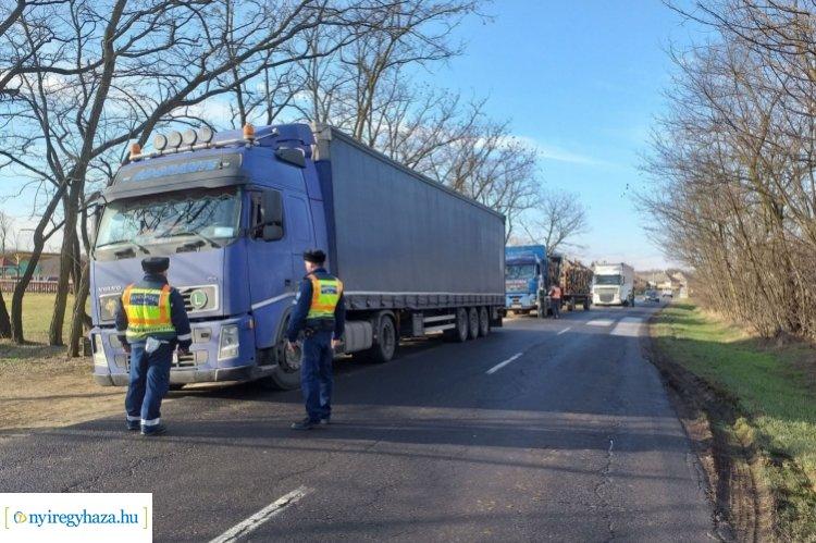 Összehangolt közlekedésrendészeti ellenőrzés a Nemzeti Adó- és Vámhivatal munkatársaival