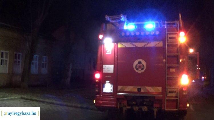 Elhagyatott épülethez riasztották a nyíregyházi tűzoltókat csütörtök este