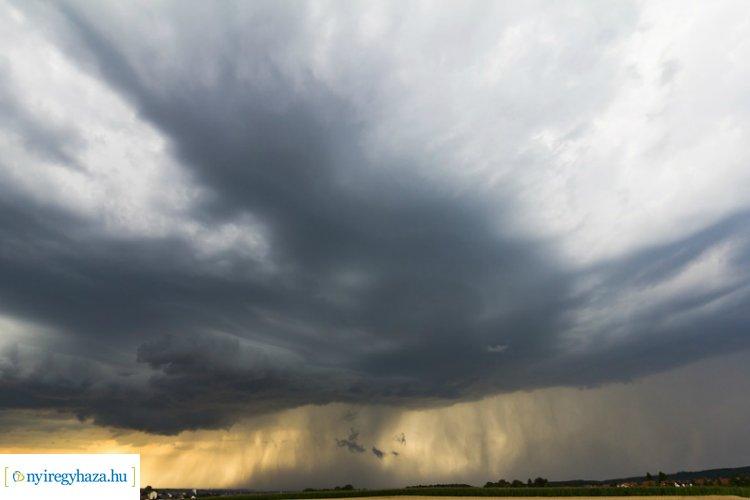 Felhős, esős időt hoz a hidegfront – Ilyen időjárás várható a napokban