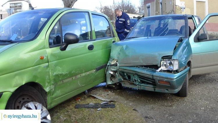 Négy személy sérült meg a Táncsics Mihály utcán történt balesetben