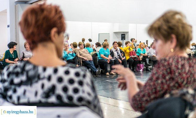 Mozgással és senior táncházzal indult a hét a Váci Mihály Kulturális Központban