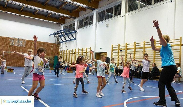 Játékosan fejlődhetnek a kicsik a Mozdulj Nyíregyháza! zenés gyermektorna foglalkozásán