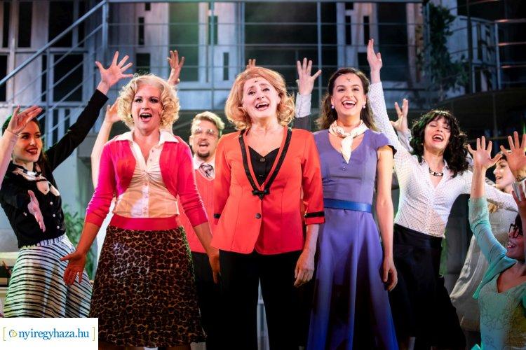 A Rózsakertben is műsorra tűzik Szente Vajk rendezésében, a 9-től 5-ig Broadway musicalt!