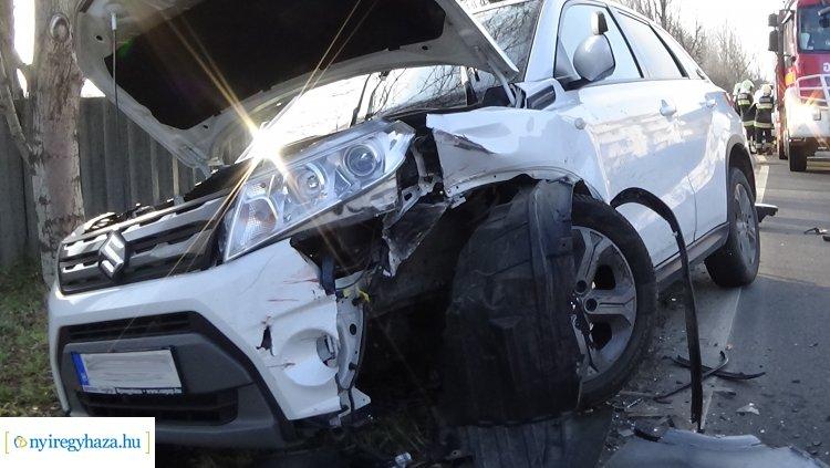 Megrázó helyszíni felvételek a Kosbor utcai balesetből – Vasárnap délután ütköztek