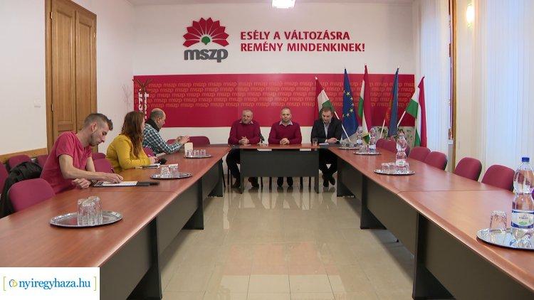 Országjárásuk során Nyíregyházán tartottak sajtótájékoztatót vitaanyagukról a szocialisták