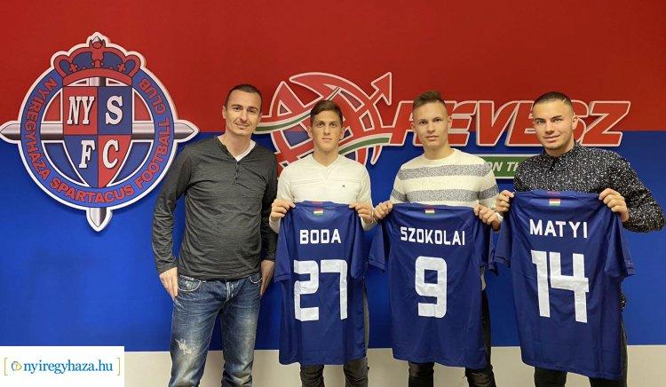 Szerződést kaptak a fiatalok - Saját nevelésű labdarúgók a Szparinál