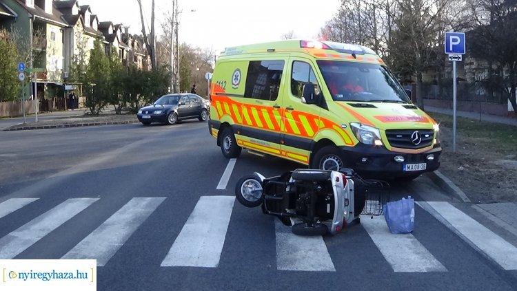 Triciklist gázoltak a Korányin, a sofőrt kórházba szállították