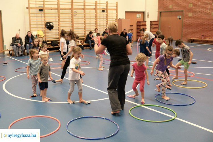 Prevenciós lúdtalp-és gerinctorna gyerekeknek a Mozdulj Nyíregyháza! mozgásrendjében