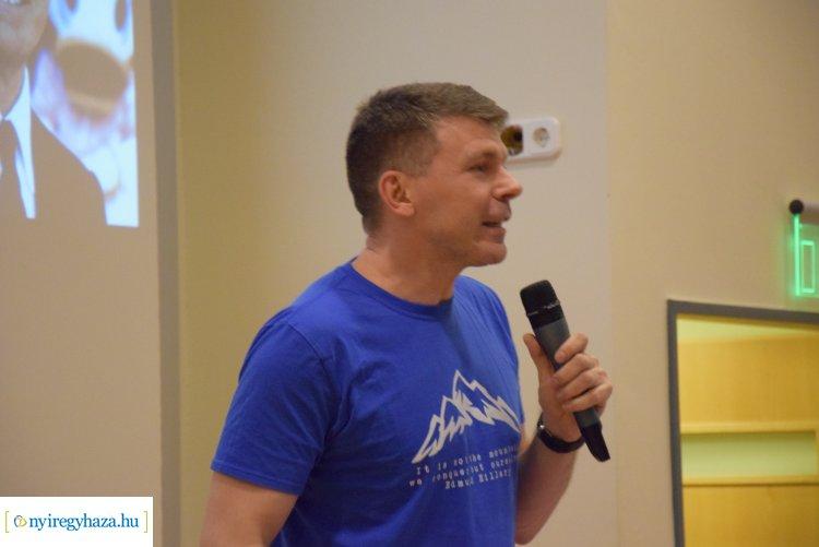 Dr. Neszmélyi Emil Everest- és 7 Summits csúcsmászó a könyvtárban tartott élménybeszámolót