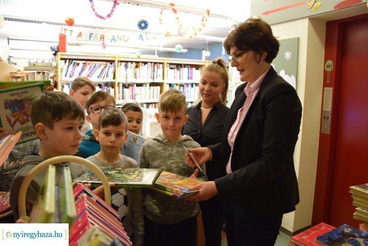Nemzetközi Könyvajándék Nap – Rászoruló családok számára juttatják el az adományokat