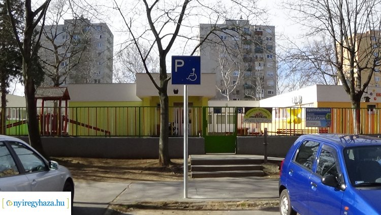 Lakossági kérésre mozgáskorlátozott parkolót alakítottak ki az Ungvár sétányon