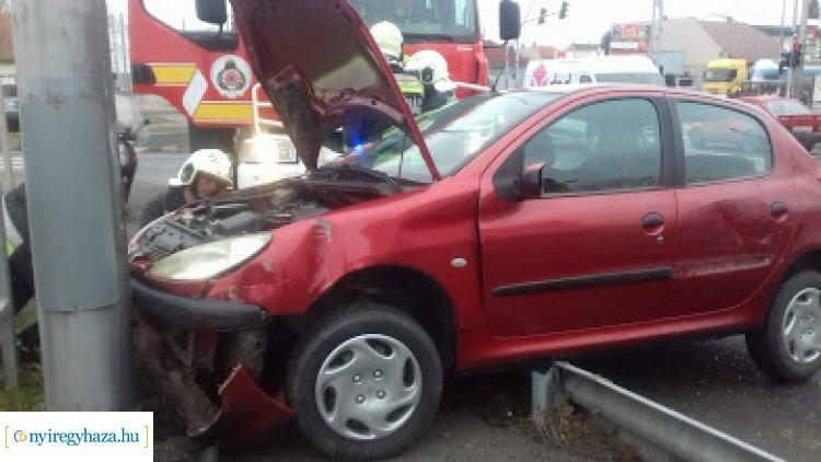 Tehergépkocsival ütközött egy jármű a Debreceni úton, jelentős a torlódás