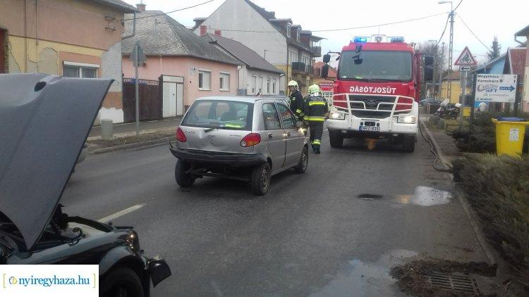Hármas karambol történt Nyíregyházán, a Kállói úton – Ketten megsérültek