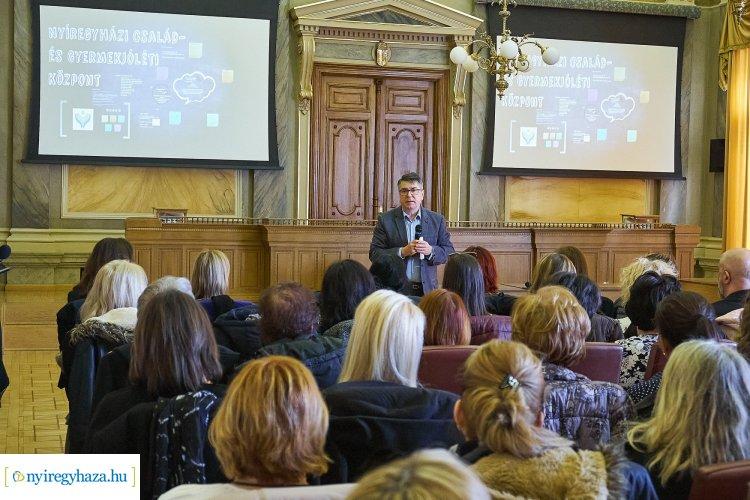 Jelzőrendszeri szakmai tanácskozás – Nyíregyháza számára nagyon fontos a gyermekek védelme